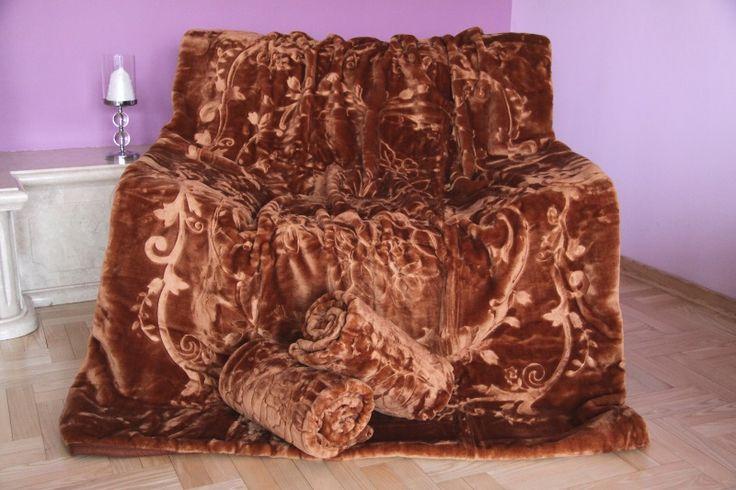 Narzuty i koce w kolorze brązowym na kanapę