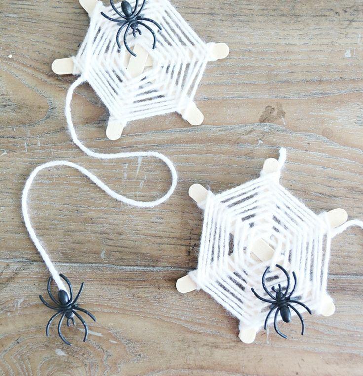 Basteln Kindern Herbst Spinnennetz Eisstiele Wolle Spinnen Gestalten Haus Garten Kinder Ide In 2020 Basteln Mit Eisstielen Basteln Mit Kindern Spinne Basteln