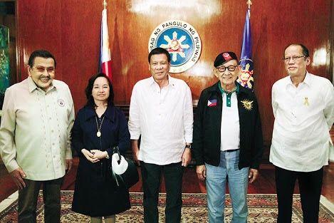 Philippine President Rodrigo Dueterte (center) with former Presidents Joseph Ejercito, Gloria Macapagal-Arroyo, Fidel V. Ramos, and Benigno Aquino, Jr (photo: CNN Philippines)