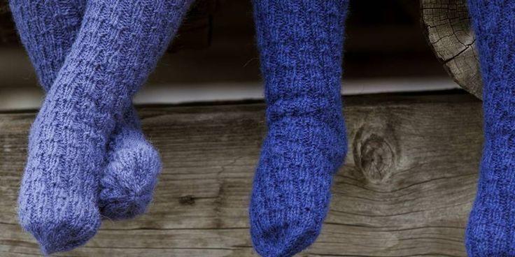 Disse sokkene er strikket i spiral og har ingen hæl. Derfor passer de på alle føtter og i flere år mens barnet vokser.