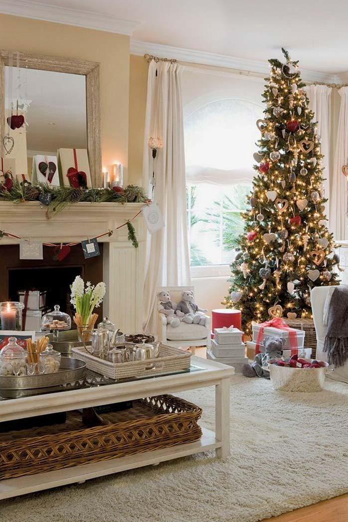 Elegant Traditional White Christmas Living Room Decorations Idea