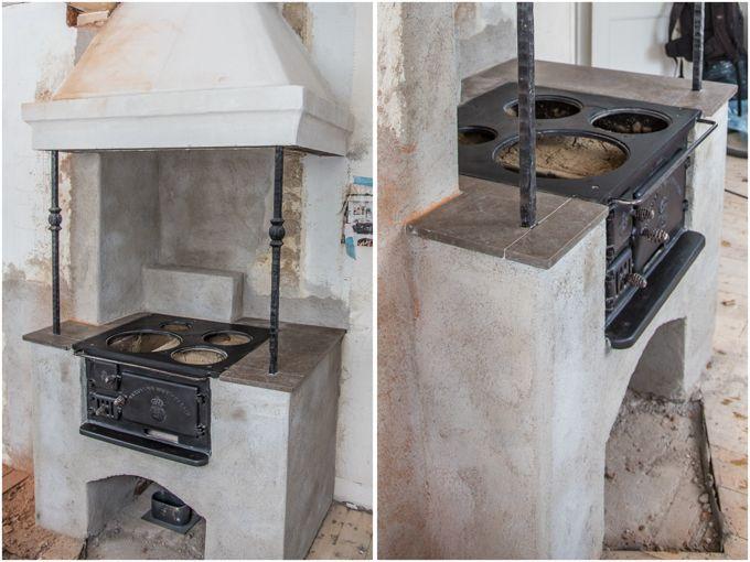 Installation av gammal köksspis från kundens källare och murning spiskåpa ovanför spisen.