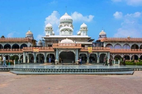 Guru ka Tal - is a historical Sikh pilgrimage place dedicated to the memory of ninth Guru Sri Guru Tegh Bahudar Ji. Guru ka Taal is near Sikandra in Agra. The Gurudwara was built over the place where the Guru Tegh Bahadur offered voluntary arrest to Aurangazeb, the Mughal Emperor. Several devotees gather every year to pay homage to the great Sikh guru ( who was marytyred along with his followers for sake of freedom to practice one's faith) in this Gurudwara.