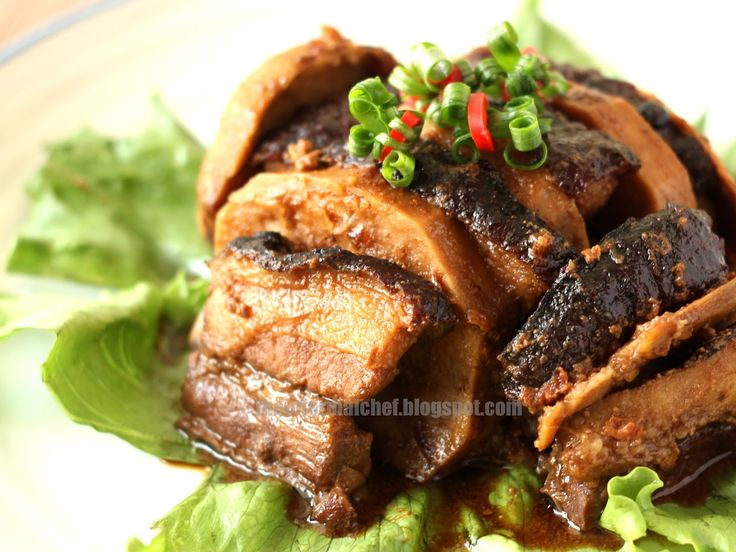 The Informal Chef: Pork Belly with Taro (Yam) / Wu Tau Kau Yoke 芋頭扣肉