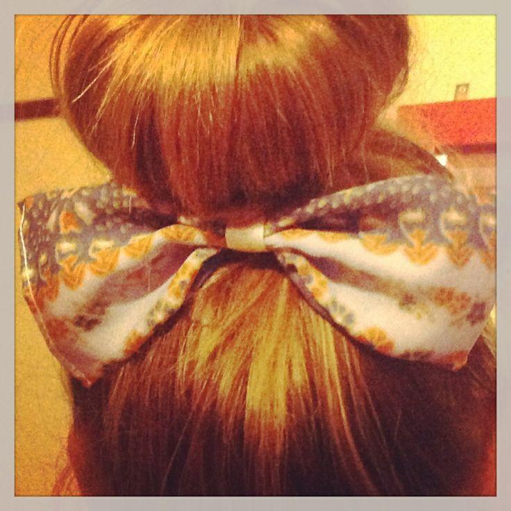 Hair bow vintage style