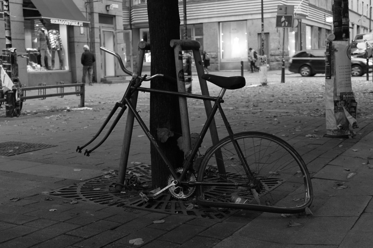 chained bike.Ln.