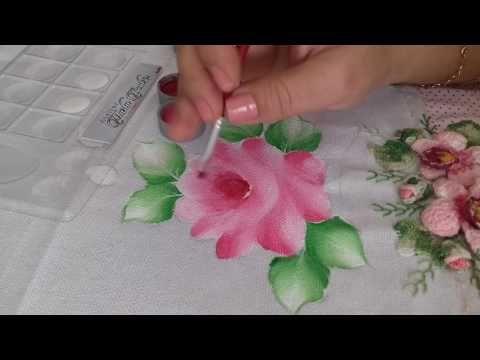 Nesse vídeo ensino fazer um lindo hibisco branco, botão, folhas e o acabamento!  Risco: http://martaartes1.wixsite.com/meusit...