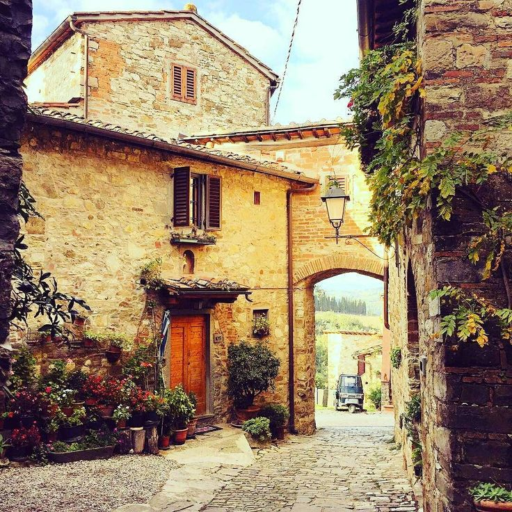 Montefioralle Castle  at Greve in Chianti. We  Tuscany  #Montefioralle #GreveInChianti #Beautiful #Place #Tuscany #italy #art #discovertuscany #chiantilovers #chiantilife #instatravel #instalovers #instacool #instamood #instadaily #instawine #igers  Photo credit: @biagio_985
