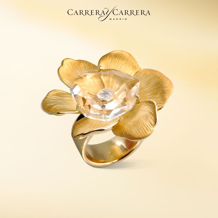 Gardenias ring, yellow gold, pure quartz, diamond.  This semi-precious gemstone is like a lake, keeping the secret diamond treasure safely deep inside. It is so interesting to watch how it refracts the light! #carreraycarrera #gardenias #ring #goldenrings #quartz #gems #gemstone #rockcrystal #jewelry #jeweloftheday #luxury #shine