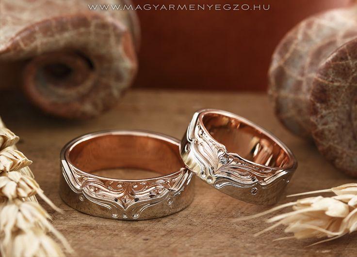Firhang No.2 - karikagyűrű - wedding ring - Fehér és rozé arany karikagyűrűk kézi véséssel és apró gyémántokkal. www.magyarmenyegzo.hu