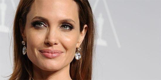 Angelina Jolie vai dirigir filme para a Netflix sobre as memórias da ativista Loung Ung em Camboja.