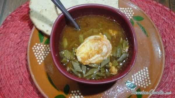 Sopa de nopales con huevo