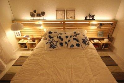 Camera da letto matrimoniale decorato con pallet e cassette di frutta