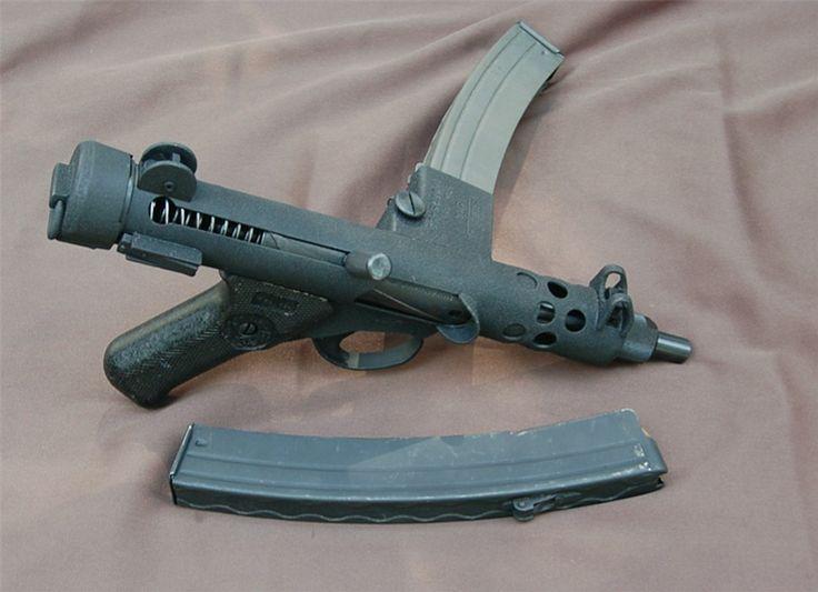 01 Sterling SMG 9 mm Mark 4 / SMG 9 mm L2A3 почитать ( worldguns.ru ) википедия ( на русском ) википедия ( на английском ) Patchett Machine Carbine Mark 1 / Patchett 9 mm M/C ( National Army Museum, Chelsea, London ) , ( на…