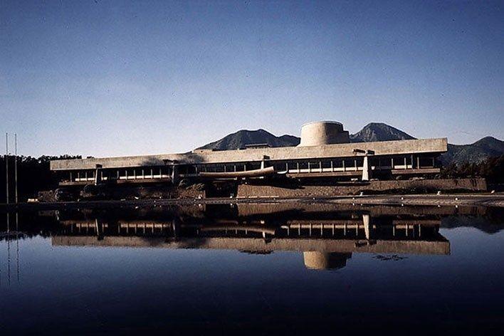 Edifício Cepal, vista frontal. Projeto original Emilio Duhart, Santiago do Chile, 2010. [escritorio vencedor]