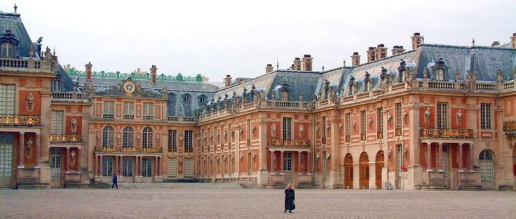 Chateau-de-versailles-cour - Louis XIV of France - Wikipedia, the free encyclopedia