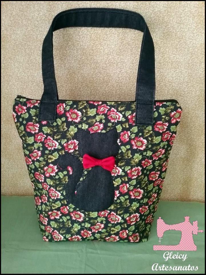 Bolsa Floral de tecido tricoline com brim, aplicação do gatinho em brim.