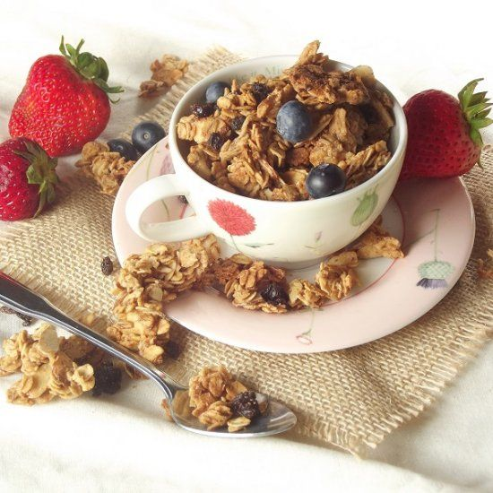 Crunchy toasted oats, flavored with maple syrup, almond butter and ...