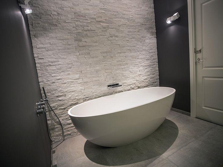 17 beste idee n over vrijstaand bad op pinterest badkamer kuipen en vrijstaande badkuip - Deco kleine badkamer met bad ...