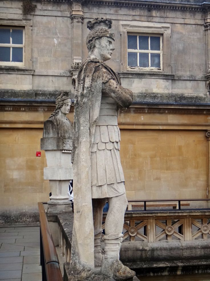 estatua romana roman baths england