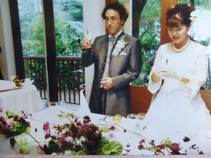 Flower decoration at a wedding reception by Kent Florist Mikiko Inoue