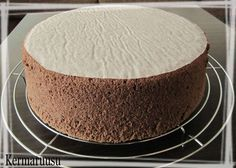 Tumman kakkupohjan ohjetta en olekaan aiemmin kirjoittanut tänne. Seuraavalla ohjeella olen valmistanut tummat kakkupohjani. 6 ka...
