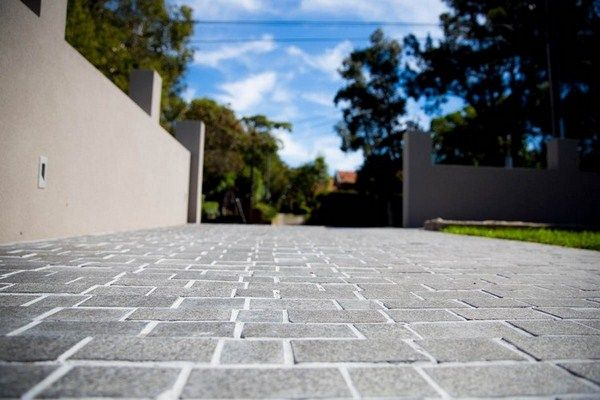 lay natural stone paving cobblestones granite driv eway house wall