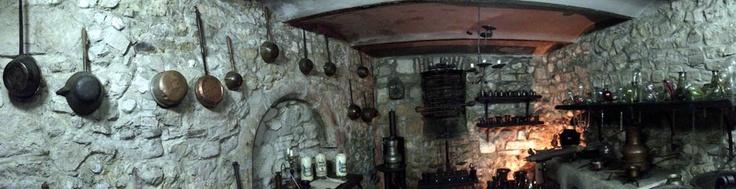 Laboratorul lui Dumbledore se găsește la subsolul Muzeului Farmaciei.