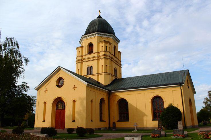 Hållnäs Kyrka, Norduppland, Sweden. Photo: Sampo Axelsson. #uppland #sweden #church #building #architecture #sampo