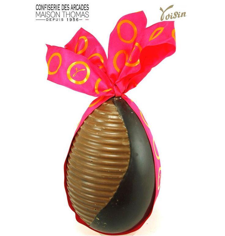 """À quelques jours de Pâques vous cherchez une idée ? Le nouvel œuf """"Design"""" des chocolats Voisin allie la douceur du chocolat au lait à la force du chocolat noir. Un délice"""
