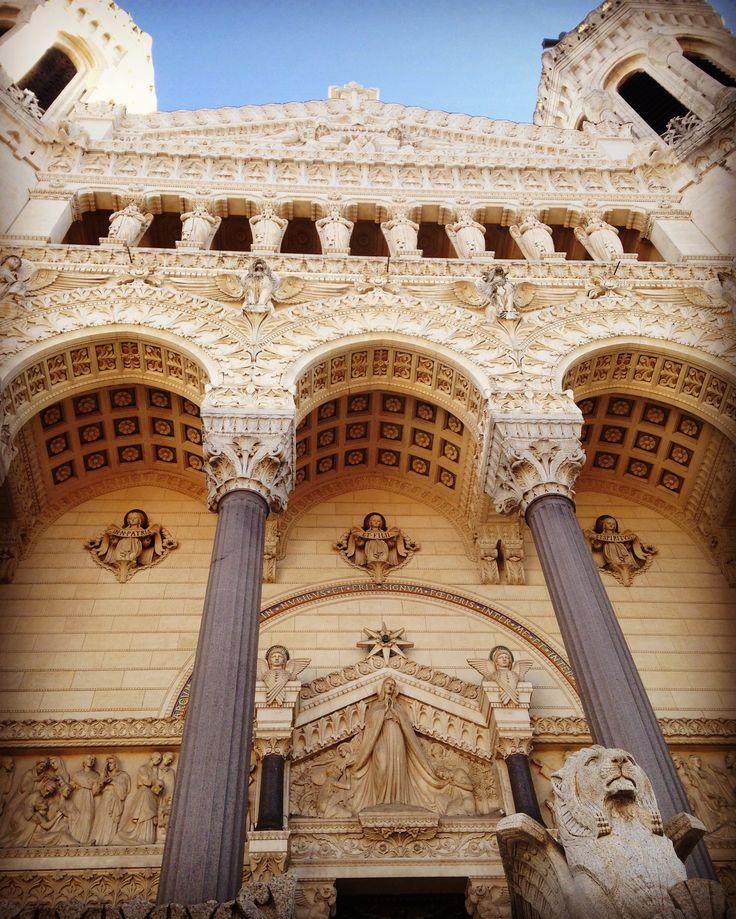Entrée de la basilique notre dame de Fourvière ... Lyon
