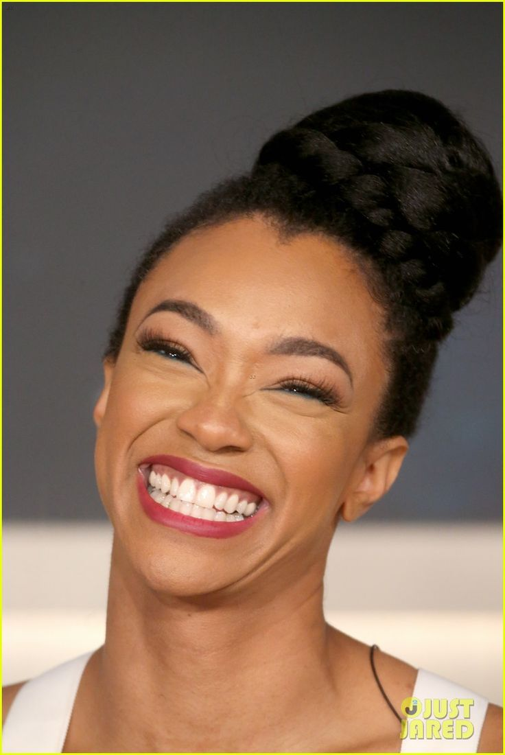 'Star Trek: Discovery' Waited to Begin Production Until Sonequa Martin-Green Was Available! | star trek discovery waited to begin production until sonequa martin green 02 - Photo