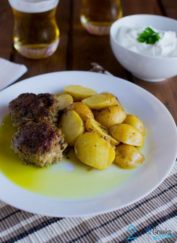 Μπιφτέκια στο φούρνο με πατάτες baby