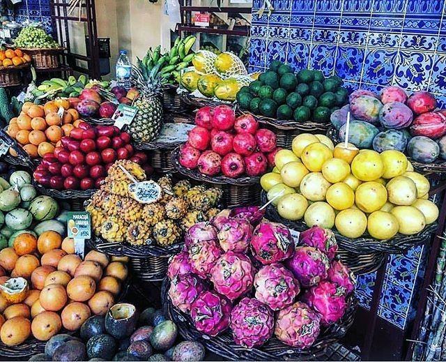 Reposting @li.lo.life: #madeira #market #fruit #fruits #passionfruit #colours #health #healthy #lovetoeat #life
