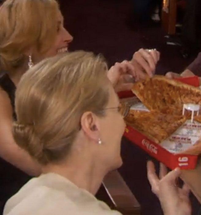 Julia Robets grabbing a slice of pizza offered from Ellen