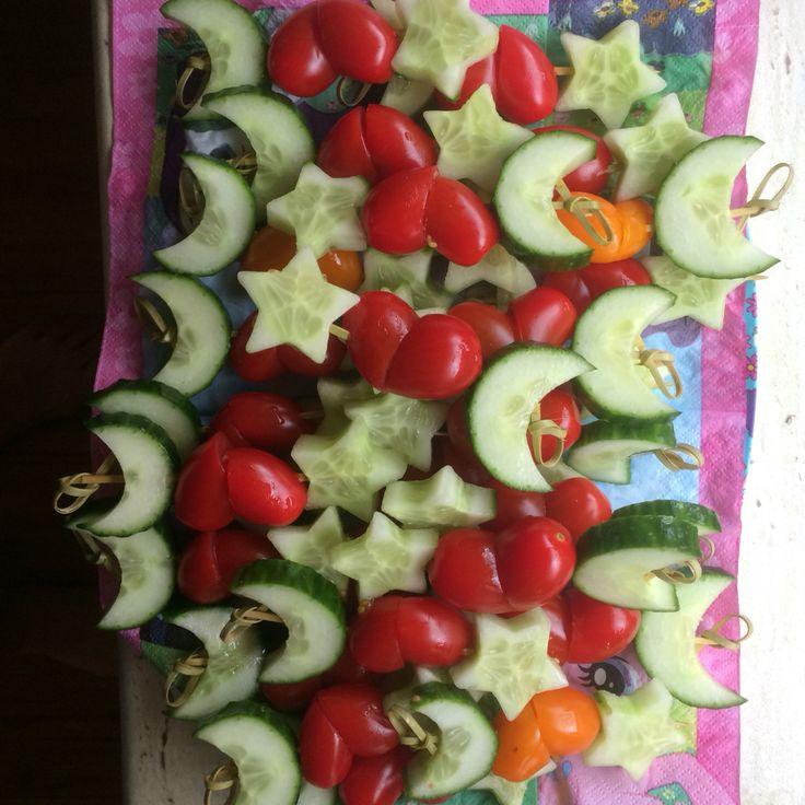 Veggie skewers, pyjama party, star and moon cucumber, heart tomato Groente spiesjes hart ster maan komkommer tomaat