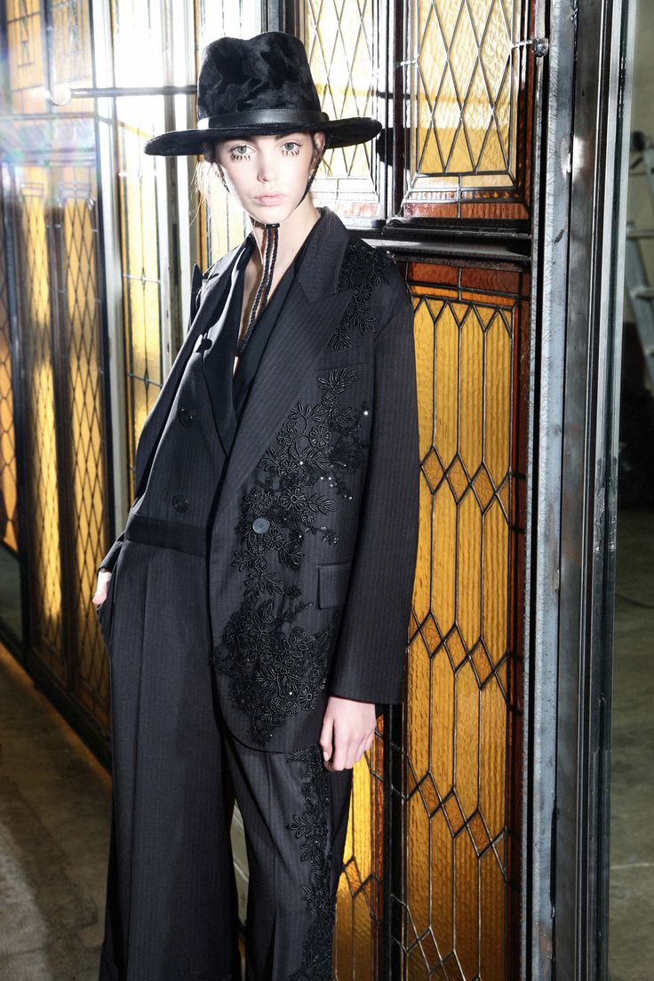 http://www.vogue.com/fashion-shows/pre-fall-2016/antonio-marras/slideshow/collection