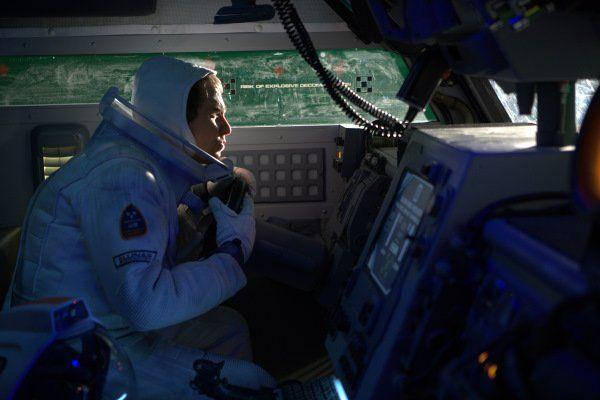 Moon, Duncan Jones (2009). Sam calling to Earth.