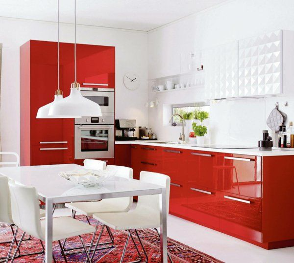 metod küchen rote schränke weiße hängeleuchten