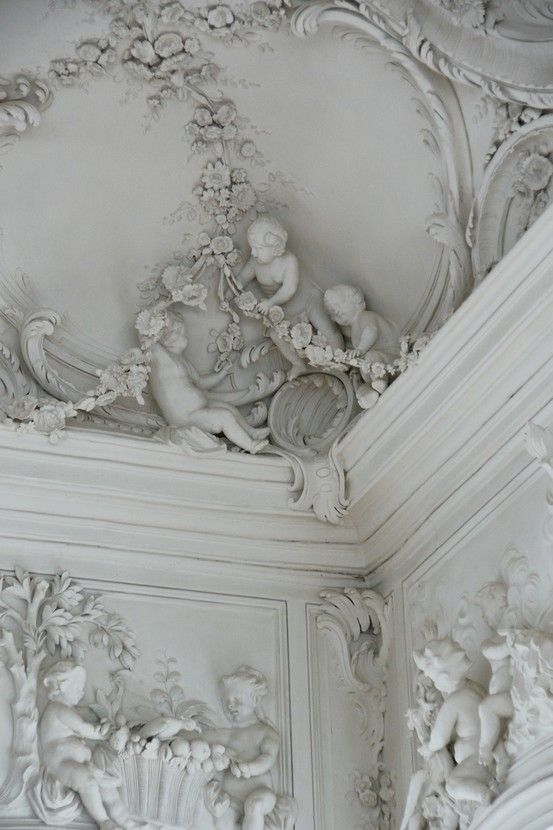 Victorian Era. Victorian Decoration is a way of traveling into the most elegant times. A mix of many styles, resulted into an eclectic style. See more inspiring interiors here:http://www.pinterest.com/homedsgnideas/