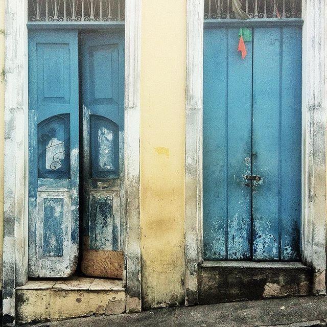 Puertas en Salvador de bahia by @laciudadalinsta   #bahia…