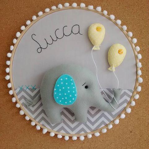 Hoje a entrega vai ser assim, moderninha e fofa!!! #feltro #felt #baby #bebê #portamaternidade #nascimento #maternidade #gravidez #gestação #gestante #elefante #elephant #cinza #chevron #decor #homedecor #designinteriores #desing #amor #ateliê #artesanato #arte #balão #amarelo