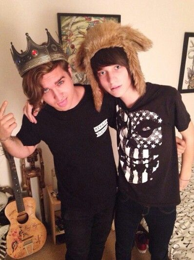 literally one of the best pics in this world bc kevin and johnnie asdfghjkl;