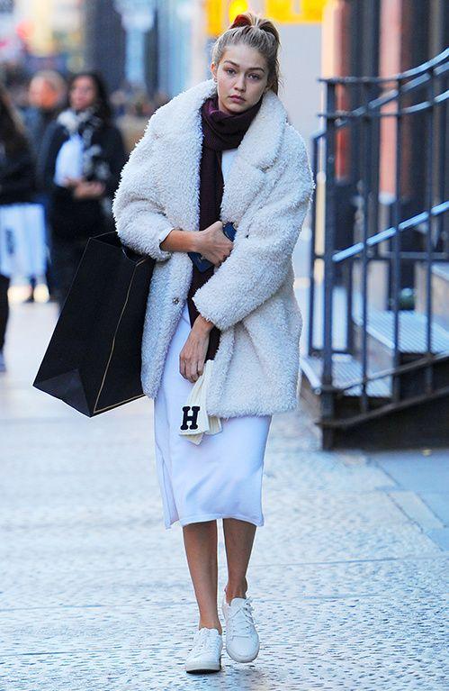 Gigi Hadid à la sortie du défilé Balmain x H&M, le 19 octobre 2015 à New York