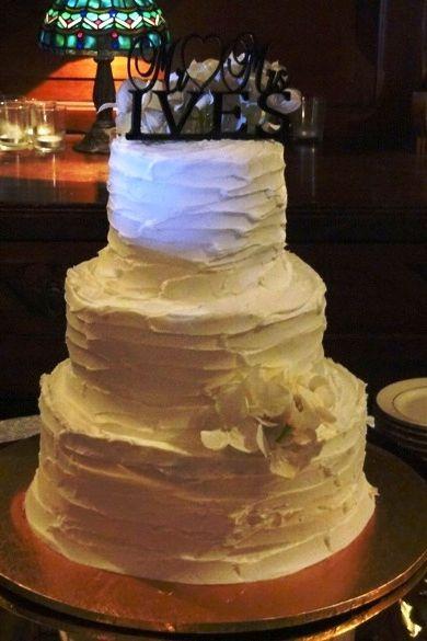Natural style wedding cake.  www.Premium-Sound.com