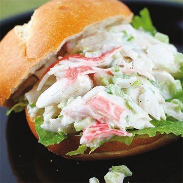Stuzzichiamo la fantasia con un delizioso e veloce sandwich con polpa di granchio e panna acida. Per la ricetta andate su www.frescopesce.it/sandwich-con-polpa-di-granchio-e-panna-acida