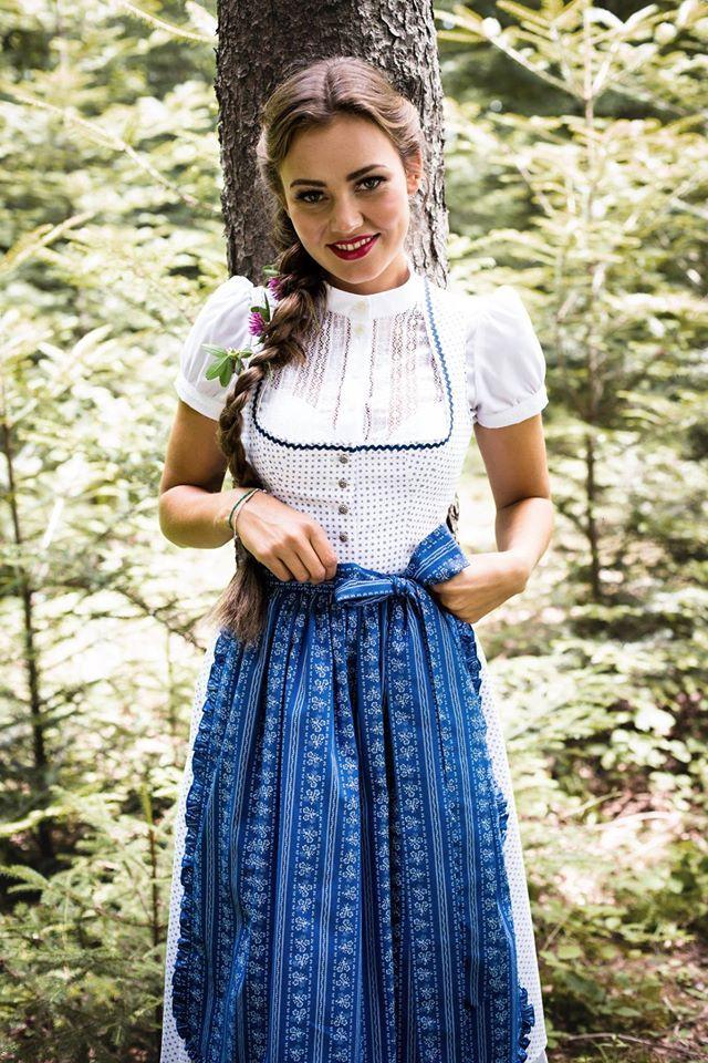 Dirndl Kathi, Julia Trentini #dirndl #kathi #dirndlbluse #hochgeschlossen #bibi #juliatrentini #münchen