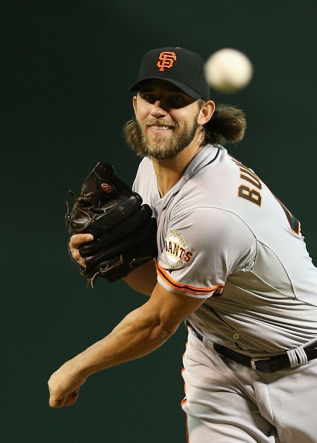 PHOENIX, AZ - SEPTEMBER 17: Starting pitcher Madison Bumgarner #40 of the San Francisco Giants pitches against the Arizona Diamondbacks during the MLB game at Chase Field on September 17, 2014 in Phoenix, Arizona. (Photo by Christian Petersen/Getty Images)