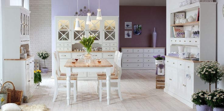 Prowansalski styl kolekcji Nicea. Wyobraźcie sobie kuchnię w stylu prowansalskim: drewniana podłoga, białe meble, kredens z dużą ilością szufladek, cztery krzesła wokół dużego stołu, do tego bukiet świeżych kwiatów, najlepiej lawendy, kolorowy obrus, doniczki z ziołami... Czujecie ten zapach? Meble z kolekcji Nicea stworzą w Waszym domu atmosferę śródziemnomorskiej willi.