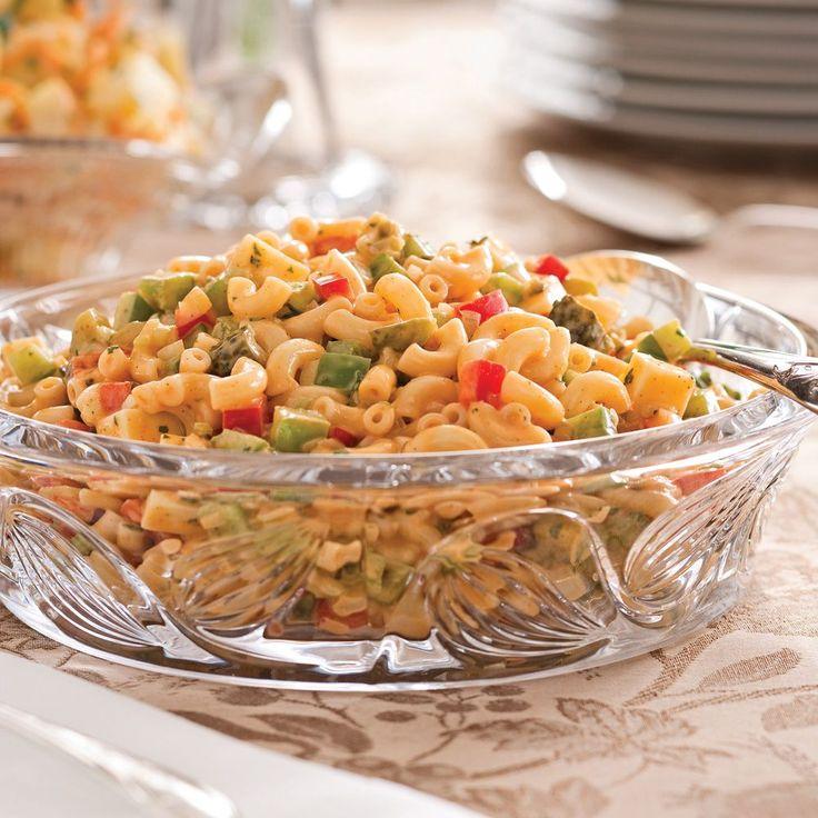 On adore la salade de macaroni, surtout en version crémeuse comme celle-ci!